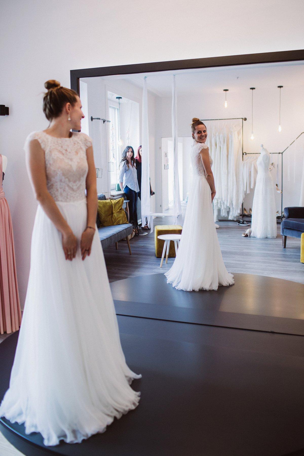 Atemberaubend Melisse Brautkleider Zeitgenössisch - Hochzeit Kleid ...