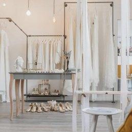 lacely Lounge bietet Brautmode in Lörrach