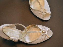 Weißer vintage Brautschuh